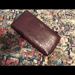 Crocodile textured leather wallet